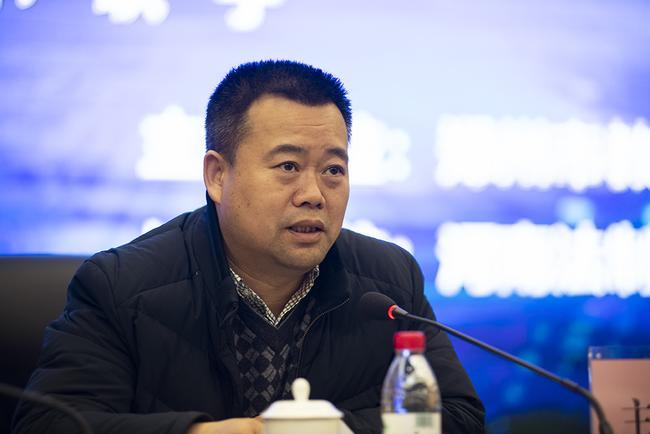 会议由郑州市教育局安全保卫处处长乔海艇主持