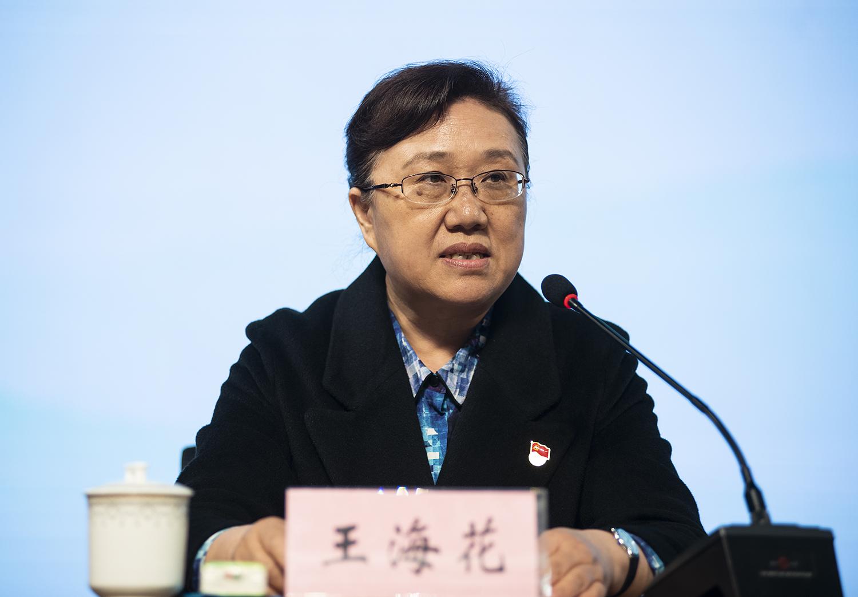 教育局_郑州市教育局副处级专职督学王海花宣读了《郑州市教育局关于公布郑州