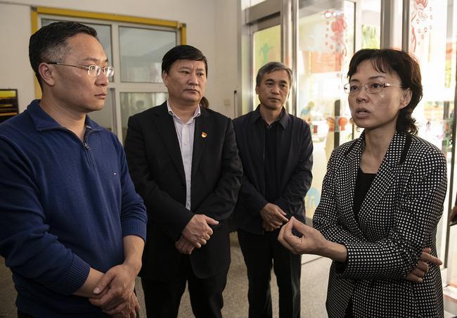 郑州市人民政府副市长孙晓红一行在二七区亚星盛世幼儿园调研