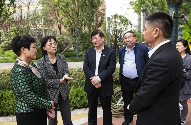郑州市人民政府副市长孙晓红一行在管城区十八里河新区一号院幼儿园调研