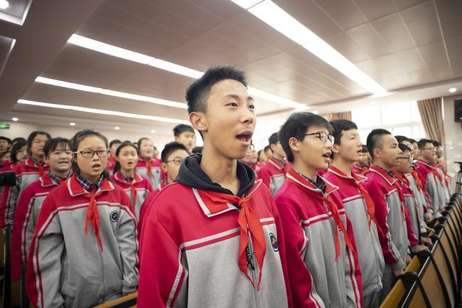 集体唱国歌