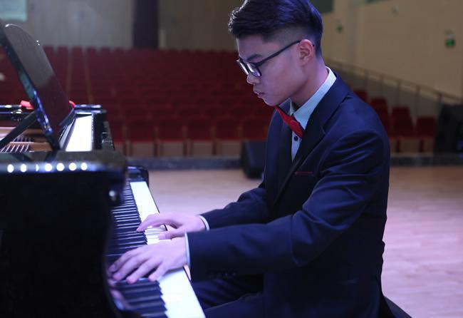 钢琴现场伴奏