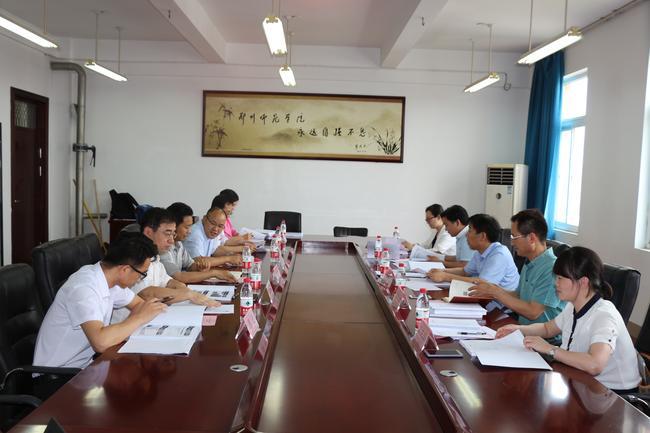 4.专家组在郑州师院学校听取申报专业汇报