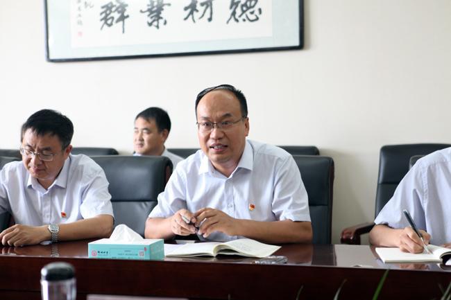 郑州四中副校长、西藏班党支部书记晁广云做汇报