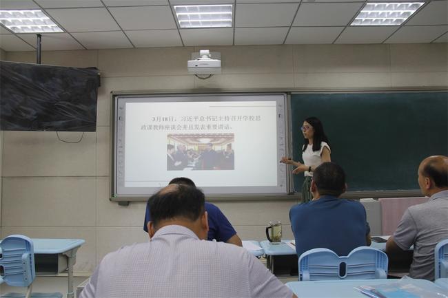 4郑州市委党校讲师吴峥作了《建设具有具有强大凝聚力和引领力的社会主义意识形态》的讲座