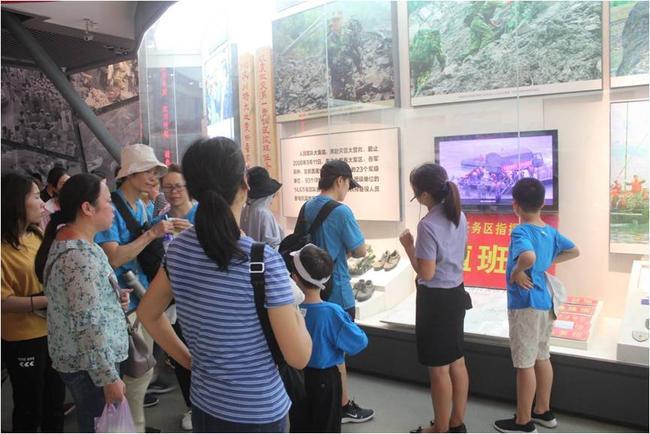 参观5.12地震纪念馆