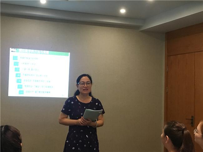 4.郑州市教工幼儿园副园长戴红梅点评教师模拟教学