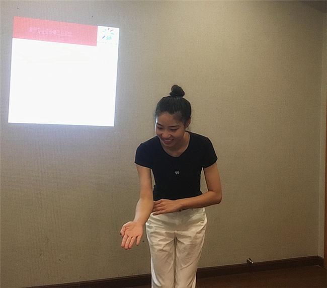 12.杨延鹏老师为大家现场展示语言领域模拟教学