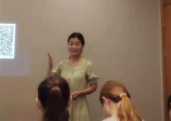 13.王萌老师为大家现场展示健康领域模拟教学