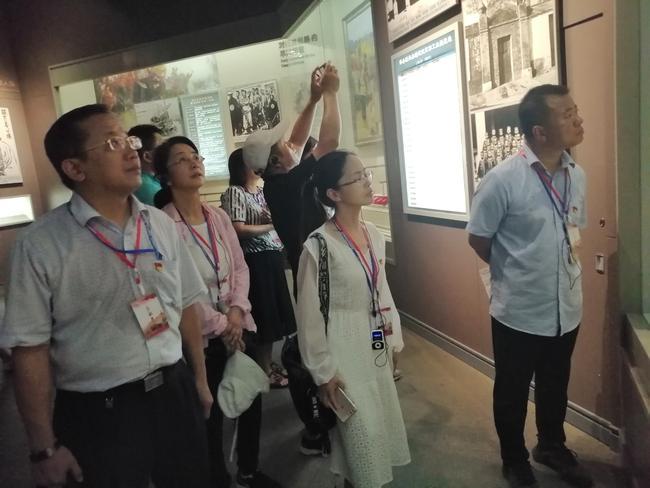 参观南湖革命纪念馆
