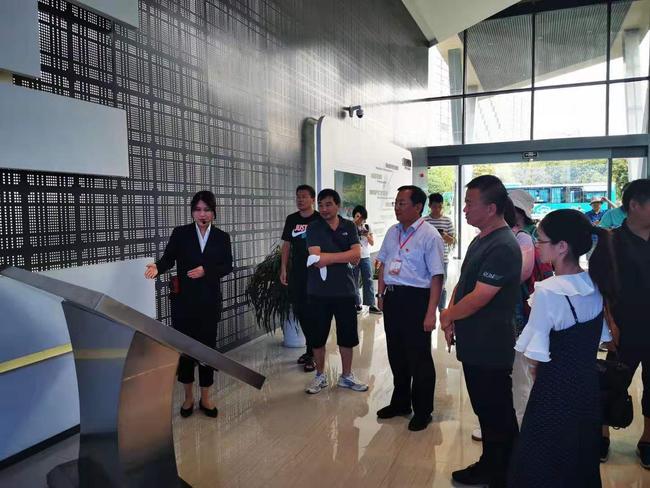 参观秀洲国家高新技术展示馆