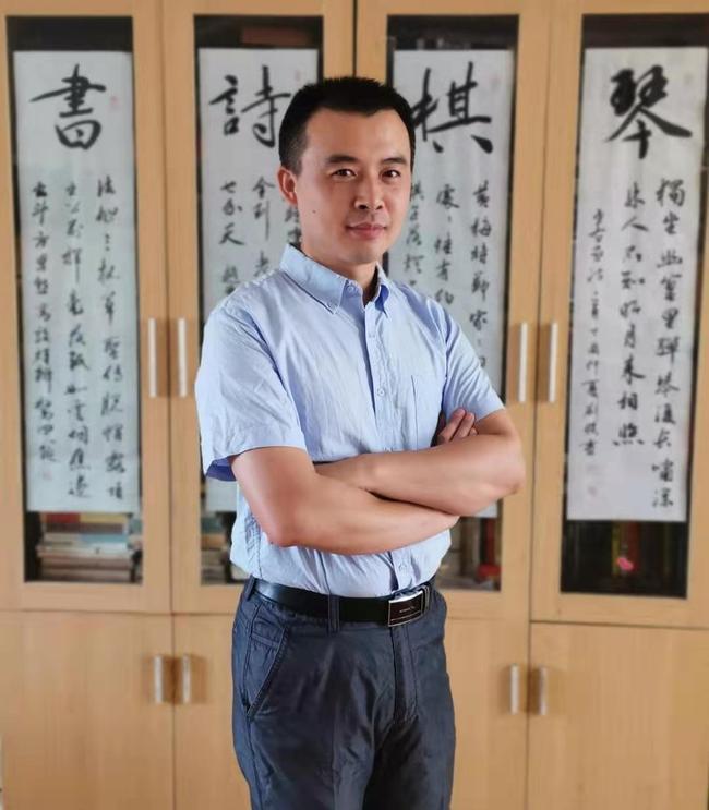 1.郑州八中生物组刘杰老师被评为郑州市第六届名师