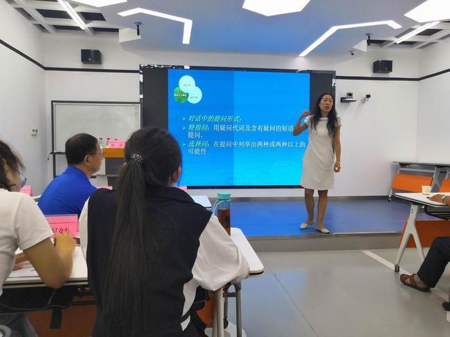 山东师范大学教授姜燕做讲座