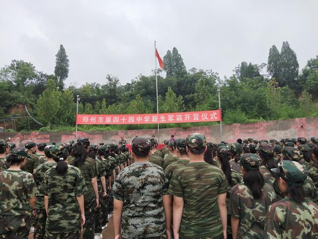 全体学生参加军训开营仪式