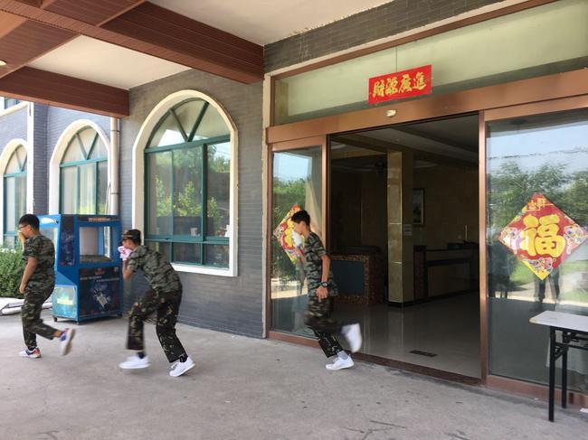 消防演练门口02