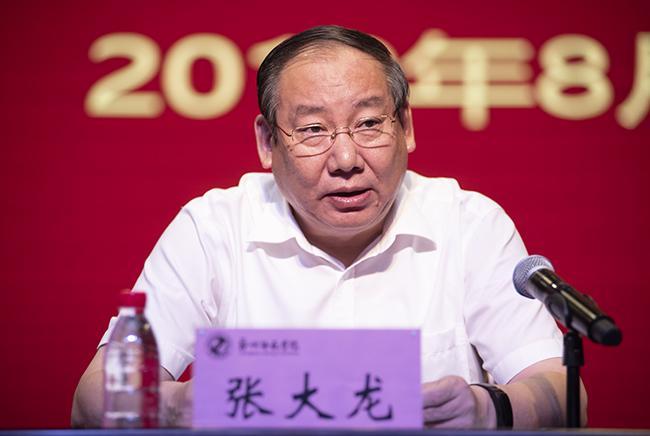 郑州市教育局党组成员、副局长张大龙讲话。