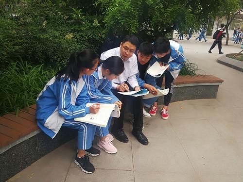 郑州市+郑州市回民中学+张恒山+与同学们一起?#25945;?#25968;学问题