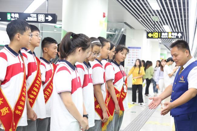 管外志愿者接受地铁人员培训