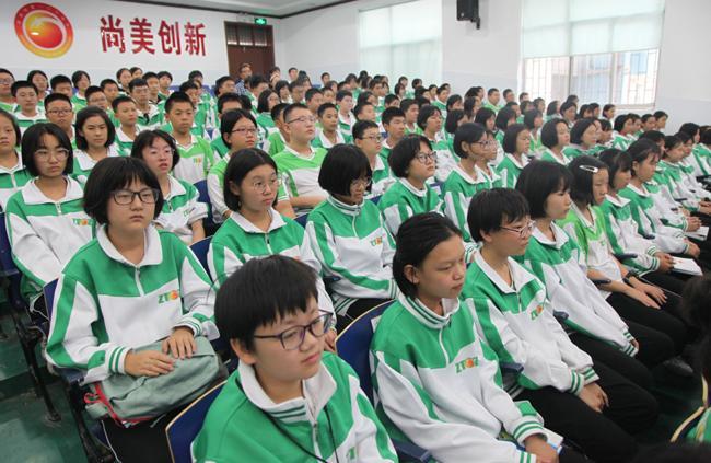 02.郑州市第106中学初中部部分学生参加启动仪式