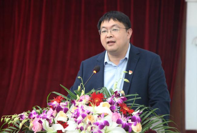 03.郑州市第106中学初中部副校长程龙主持启动仪式