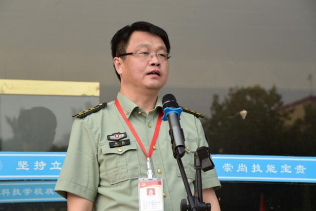 8.校长张凯向全体师生提出新学期的奋斗目标和发展方向。
