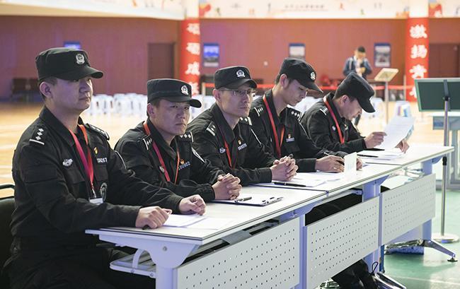 郑州市公安局特警担任本次比武的裁判