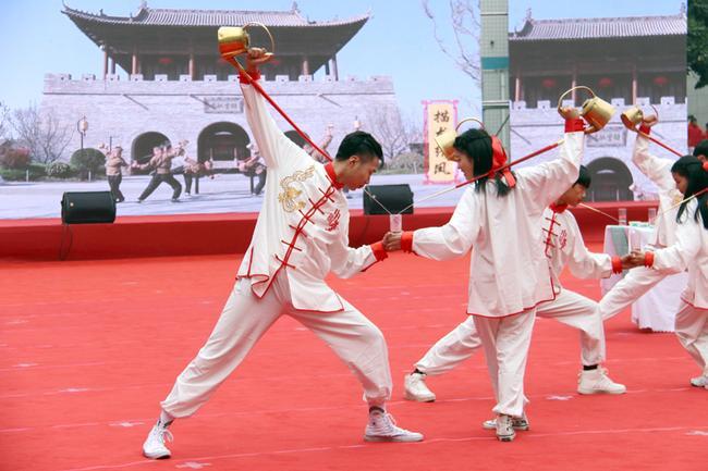 """11 郑州财贸学校展示《豫见""""功夫茶""""》"""