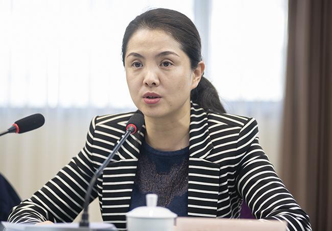 会议由郑州市人民政府副秘书长柴丹主持