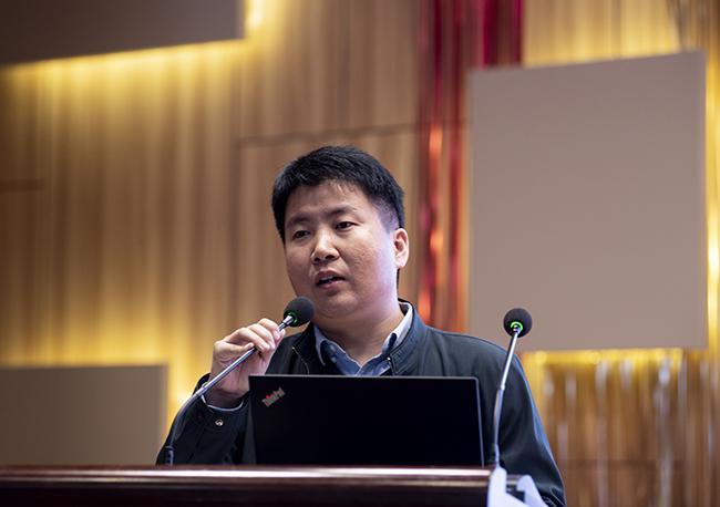 河南省基础教育质量监测中心办公室主任黎亚军做主题报告