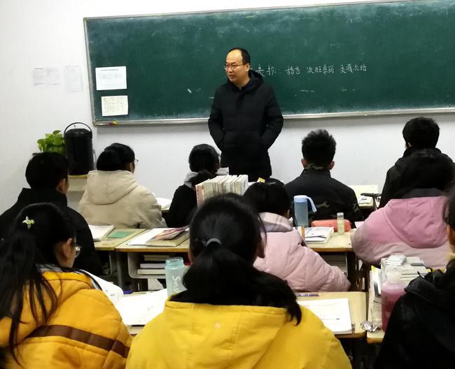 晁广云副校长给学生讲解新型冠状病毒疫情防控知识