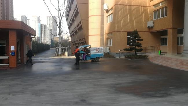 紫南办事处消毒车对我校全面消毒