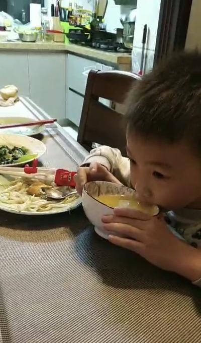 6.妈妈做的粥好香啊,我吃两大碗