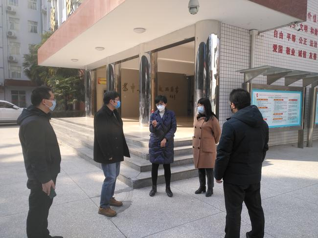 1.二七区教体局副局长孙岩梅到郑州市第二初级中学调研