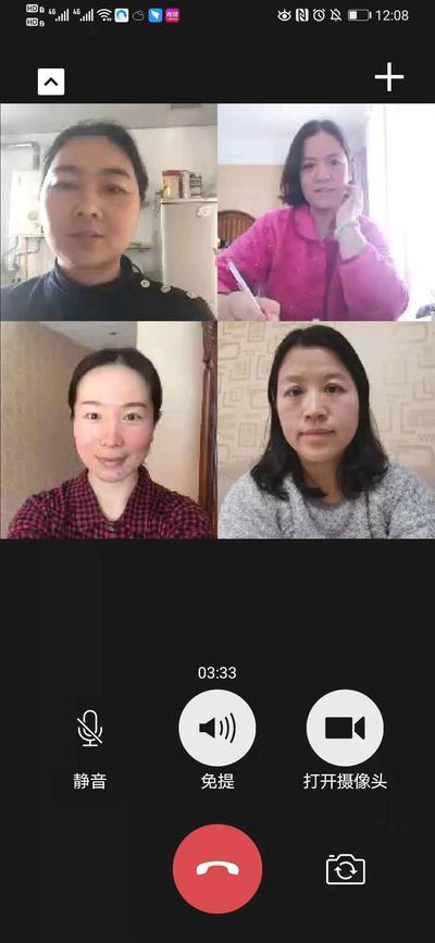 7.市实验教学园长张雪与教学主任通过微信视频沟通游戏活动方案