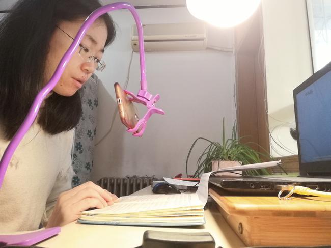 1.音乐老师张珍妮线上与学生分享音乐