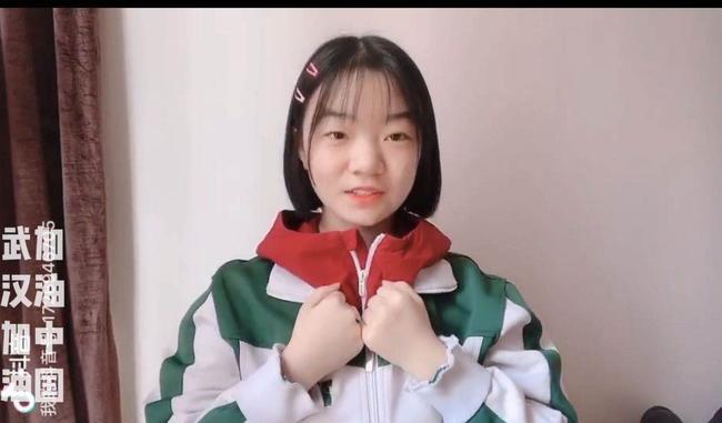 4.106中啦啦队社团制作手语舞为武汉祈祷