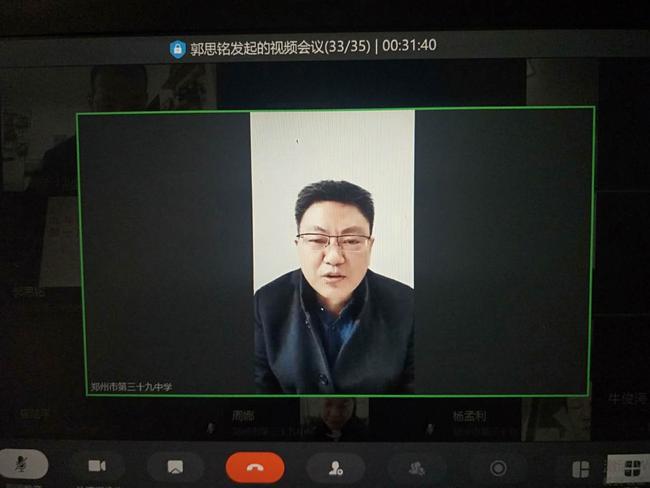4   副校长牛俊涛与任课教师交流