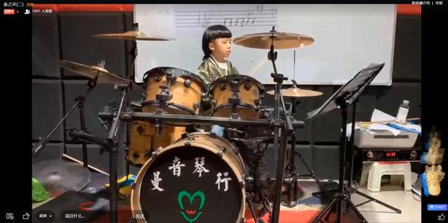 二一班赵泰皓的架子鼓表演《李白》