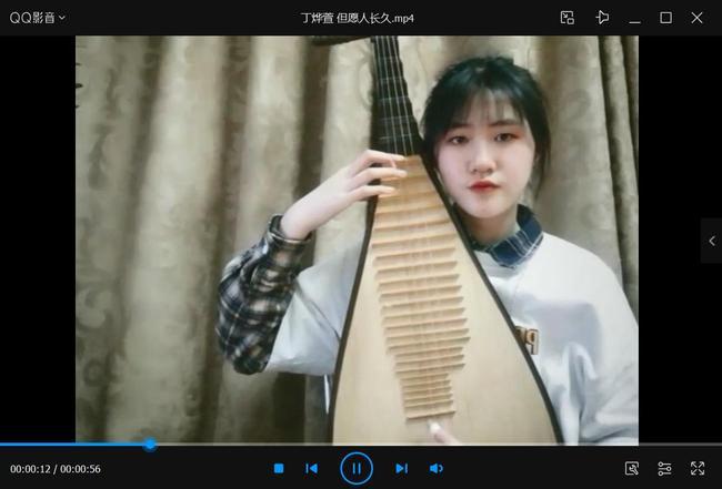 4高一六班丁烨璇同学琵琶演奏表达祝福