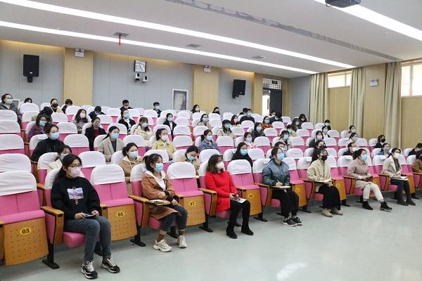学校领导班子成员、各处室人员、九年级全体教师参会