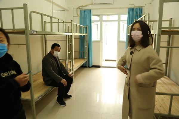 学生进宿舍
