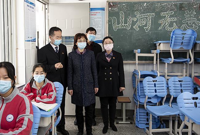 孙晓红一行视察郑州市第四十七初级中学复学情况