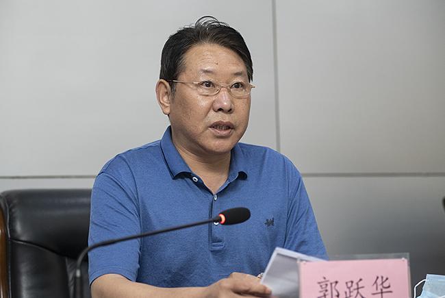 市教育局党组成员、副调研员郭跃华对《郑州市教育系统2020年爱国卫生工作方案》进行了解读。