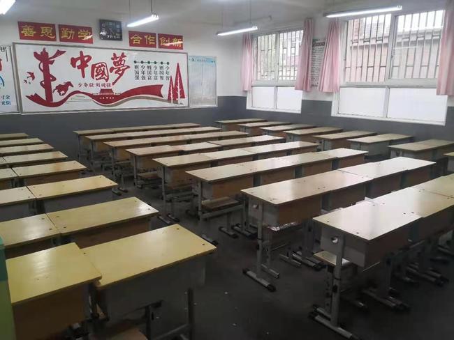窗明几净的学生教室