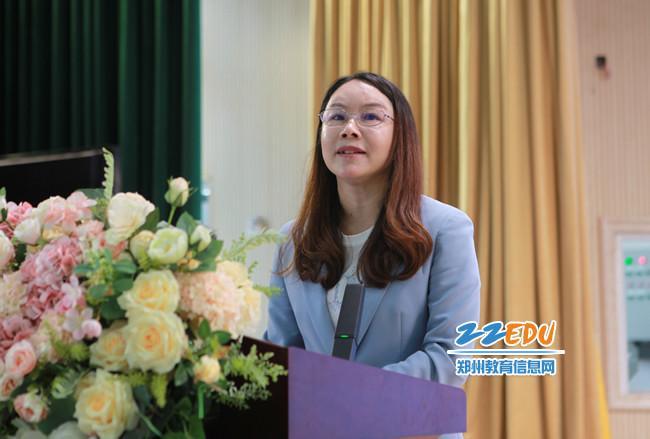 郑州经济技术开发区教育文化体育局党委副书记、副局长戴红燕进行区域推进劳动教育经验分享。