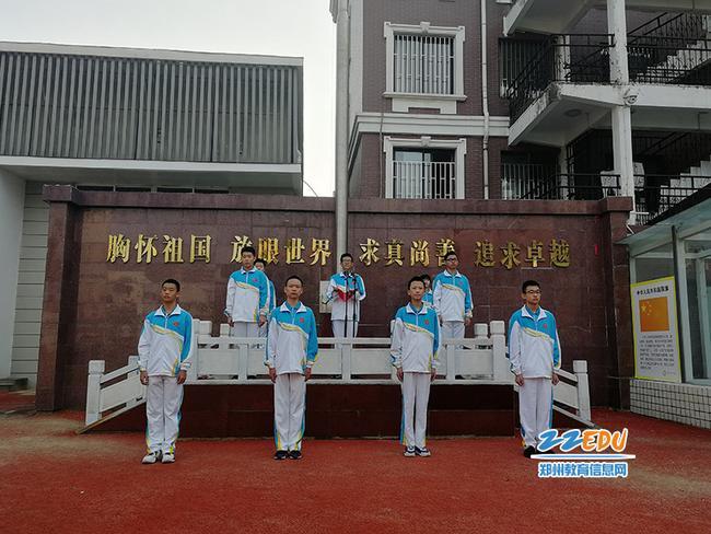 八12班刘岩冰同学发言