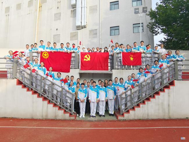 全体师生庆祝国庆