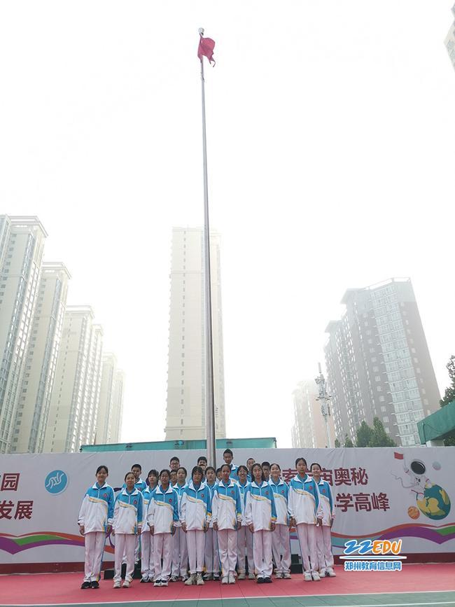 郑州市第四初级中学南校区举行升旗仪式 (2)